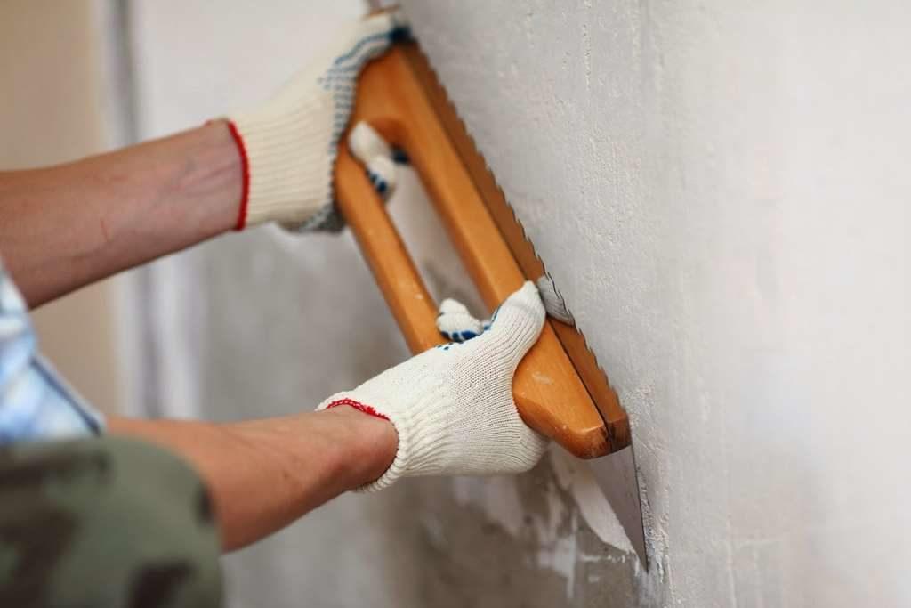 Штукатурка при выравнивании стен